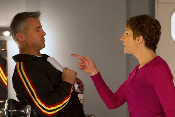 Matt LeBlanc as himself, Tamsin Greig as Beverly Lincoln and Stephen Mangan as Sean Lincoln in EPISODES (Season 3, episode 3) - Photo: Des Willie/SHOWTIME - Photo ID: episodes_303_B5012
